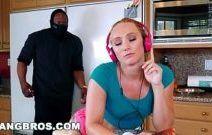 Bela novinha caiu na net em sexo com bandido