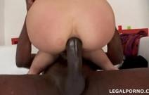 Safada rica tendo o cu arrombado por um negro