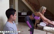 Vadia loira no vídeos de pornô pirando a cabeça da rola do novinho