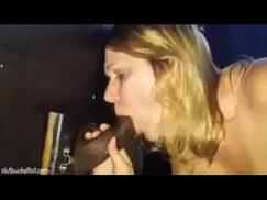 Cabine erotica com a latina engolindo e dando