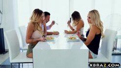 Xnxx video com loiras e um roludo