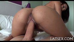 Vídeo de pornô feito em casa com ninfeta gostosa